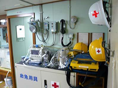 砕氷船しらせ医務室にあった除細動器
