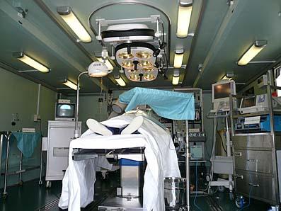 陸上自衛隊「野外手術車の内部」